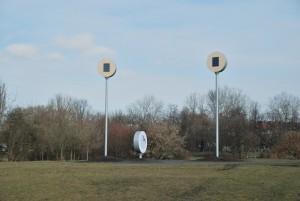 Baterie słoneczne zasilają urządzenie do wabienia ptaków